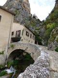 Village de Moustiers-Sainte-Marie, France, l'Europe images stock