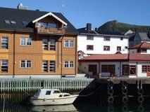 Village de pêche étrange en Norvège images libres de droits