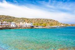 Village de pêche côtier imagé traditionnel de Milatos, Crète Image libre de droits