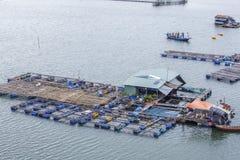 Village de pêche de flottement de long fils photographie stock