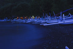 Village de pêche la nuit Photo stock