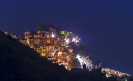 Village de pêche de Manarola la nuit Photo libre de droits