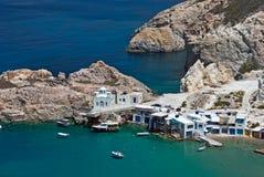 Village de pêche traditionnel sur l'île de Milos Images stock