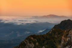 Village de Pipaon dans un matin brumeux Image libre de droits