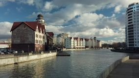 Village de poissons dans la ville de Kaliningrad banque de vidéos