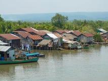 Village de rivière de Khmer photographie stock