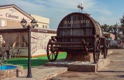 Village de séné d'échantillon de vin de restaurant, région de Krasnodar le 11 septembre 2014 Photo libre de droits