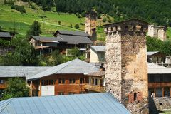 Village de Svan avec des tours Photographie stock libre de droits