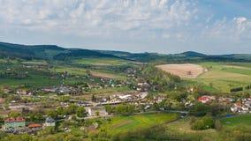Village de Szczytna de ci-dessus en montagnes de Stolowe photos libres de droits