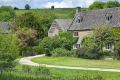 Village de vallée verte dans la campagne anglaise Photos stock