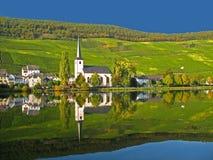 Village de vin chez la Moselle Image stock