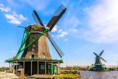 Village de Zaanse Schans près de Zaandam, Pays-Bas Paysage typique avec des moulins à vent pendant le jour ensoleillé d'été photo libre de droits