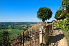 Village Domme avec la vue sur Dordogne photographie stock libre de droits