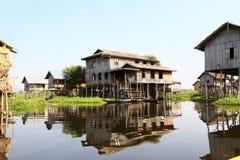 Village en bois de Ywama de maison @ Photos stock