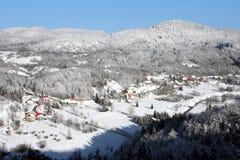 Village en hiver Photographie stock