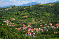 Village en montagnes carpathiennes Photo libre de droits