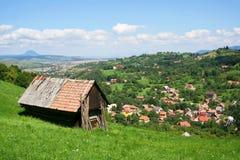 Village en montagnes carpathiennes Images libres de droits
