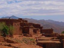 Village en pierre dans le haut atlas, Maroc photographie stock