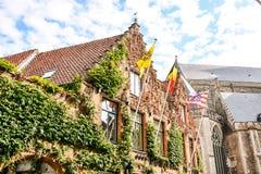 Village européen Bruges de bâtiment d'architecture classique Image stock
