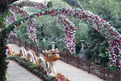 Village folklorique de la Chine à l'entrée de Shenzhen image stock