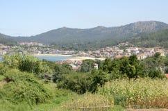 Village galicien dans la petite baie Photos libres de droits