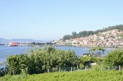 Village galicien sur le Rias inférieur photographie stock