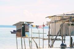 Village gitan de mer au rivage de l'île de Maiga, Semporna, Sabah, Malaisie photos libres de droits