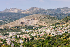 Village grec dans les montagnes Photo stock