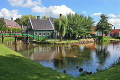 Village hollandais. Zaanse Schans, Hollandes. photographie stock libre de droits