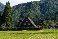 Village japonais traditionnel et historique Shirakawago photos stock