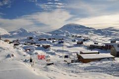 Village lointain en hiver, Groenland Image libre de droits
