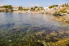 Village médiéval Cadaques sur Costa Brava Catalonia Spain l'Europe, pilier de dock images stock