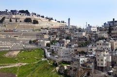 Village palestinien et un cimetière musulman Photographie stock
