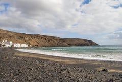 Village par la mer Images libres de droits