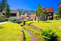 Village pittoresque de Kumrovec dans la région de Zagorje de la Croatie photographie stock libre de droits