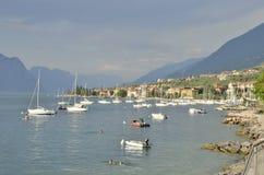 Village pittoresque sur le lac Image libre de droits
