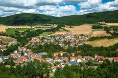 Village près de château Burg-Lichtenberg photographie stock libre de droits
