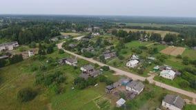 Village rural de campagne, vue aérienne banque de vidéos