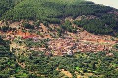 Village situ? dans la gorge des montagnes des montagnes d'atlas au Maroc photographie stock