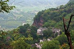 Village sur la montagne de Qiyun, Chine Images libres de droits