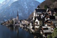 Village sur le lac Hallstatt photo libre de droits