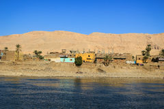 Village sur Nile River, Egypte photos stock