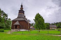 Village traditionnel avec les maisons en bois en Slovaquie Photos libres de droits