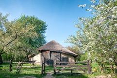 Village ukrainien au printemps Photographie stock