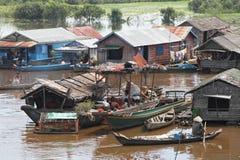 Village vietnamien dans la sève de Tonle photo stock