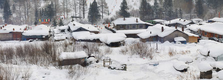 Village2 que nieva foto de archivo