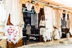 Villages traditionnels de la Chypre avec des ateliers de dentelle Omodos images libres de droits