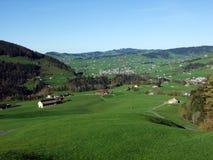 Villages Weissbad et Schwende ou mourir und Weissbad d'Ortschaften Schwende dans la région d'Appenzellerland photo stock