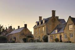 Villaggio all'alba, Inghilterra di Cotswold Fotografie Stock Libere da Diritti