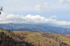 Villaggio alla campagna nei Carpathians orientali Fotografie Stock Libere da Diritti